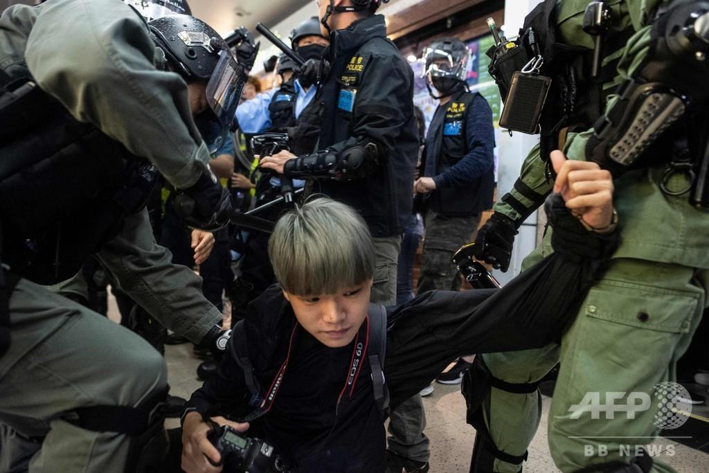 香港の商業施設でフラッシュモブ、参加者複数逮捕