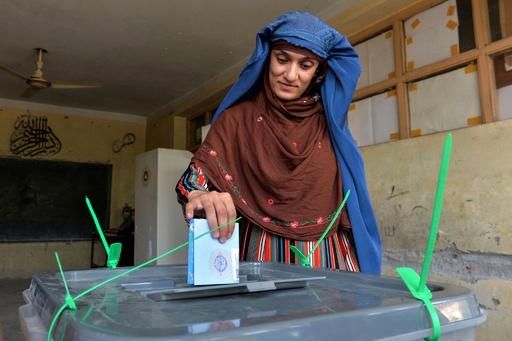 アフガン大統領選、タリバンの襲撃68件 5人死亡 37人負傷