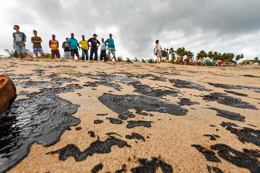 ブラジル沿岸の原油漂着、リオデジャネイロ州でも確認 計700か所以上に