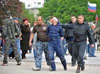 ウクライナ軍作戦の死者34人に、新たな内戦の危機