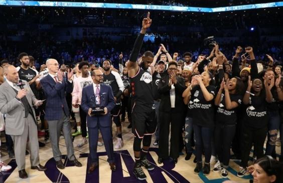 チームレブロンが20点差から逆転勝ち、MVPはデュラント NBA球宴