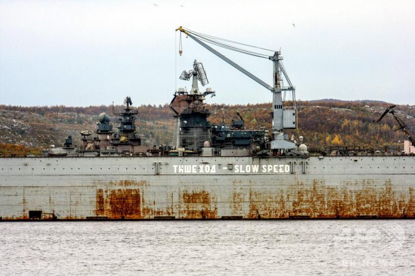 ロシア空母改修中に事故、世界最大級の浮きドック沈没
