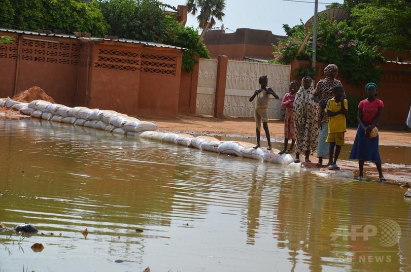 ニジェール洪水被害拡大、死者54人、避難者20万人近くに