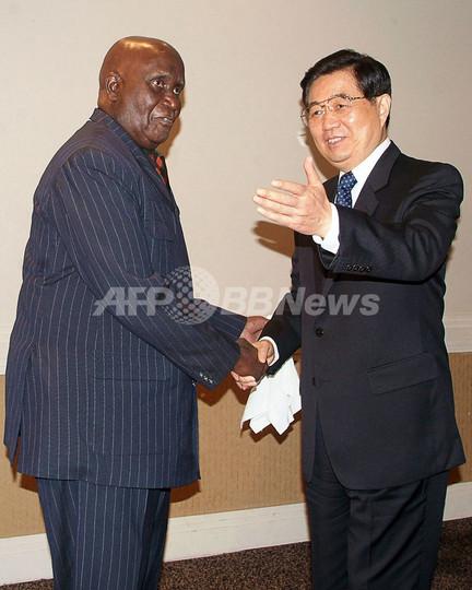中国、新たに8億ドルの投資と債務免除を発表 - ザンビア