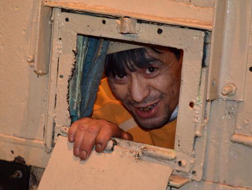 唇縫い止め受刑者らハンスト、キルギス刑務所