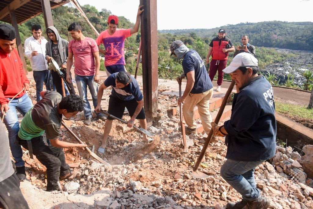 パラグアイ将軍の元住居から人骨、独裁政権下の「失踪者」か 発掘作業進む