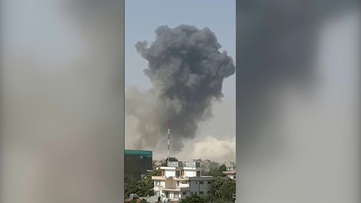 動画:アフガン首都でタリバンの車爆弾が爆発 14人死亡、145人負傷