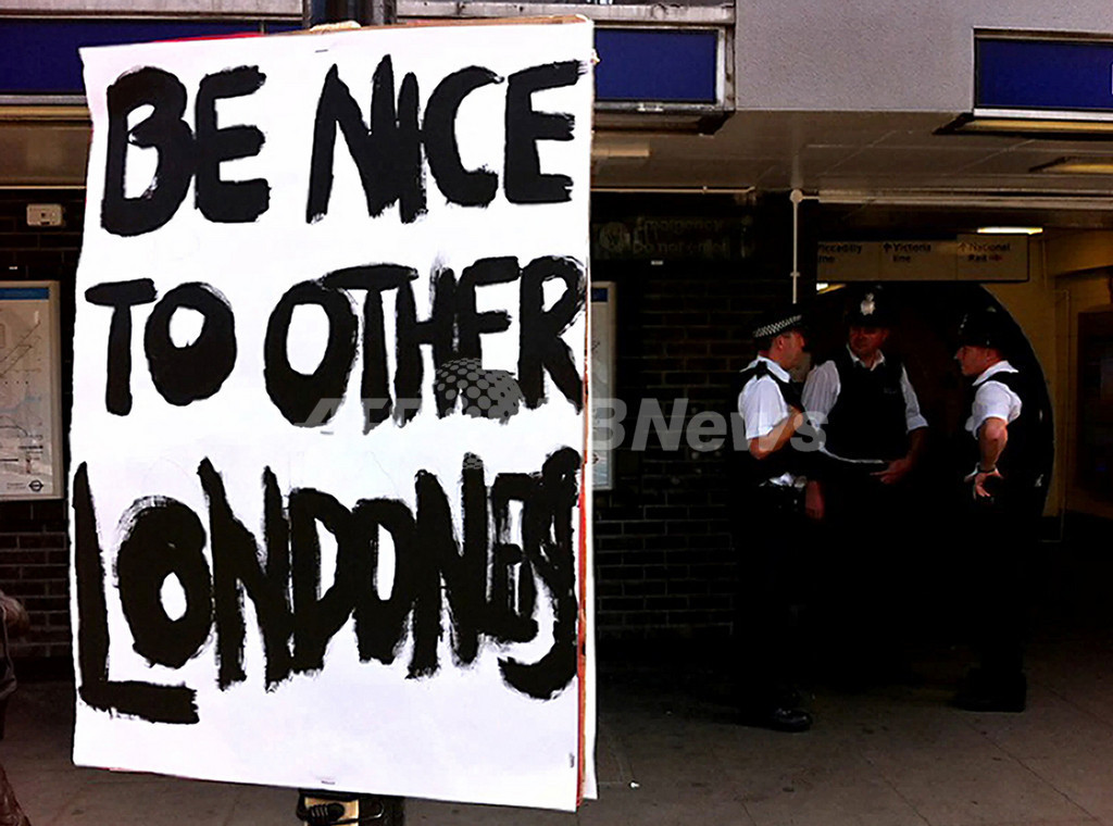 ロンドン暴動で臨時議会招集、軍の投入を検討