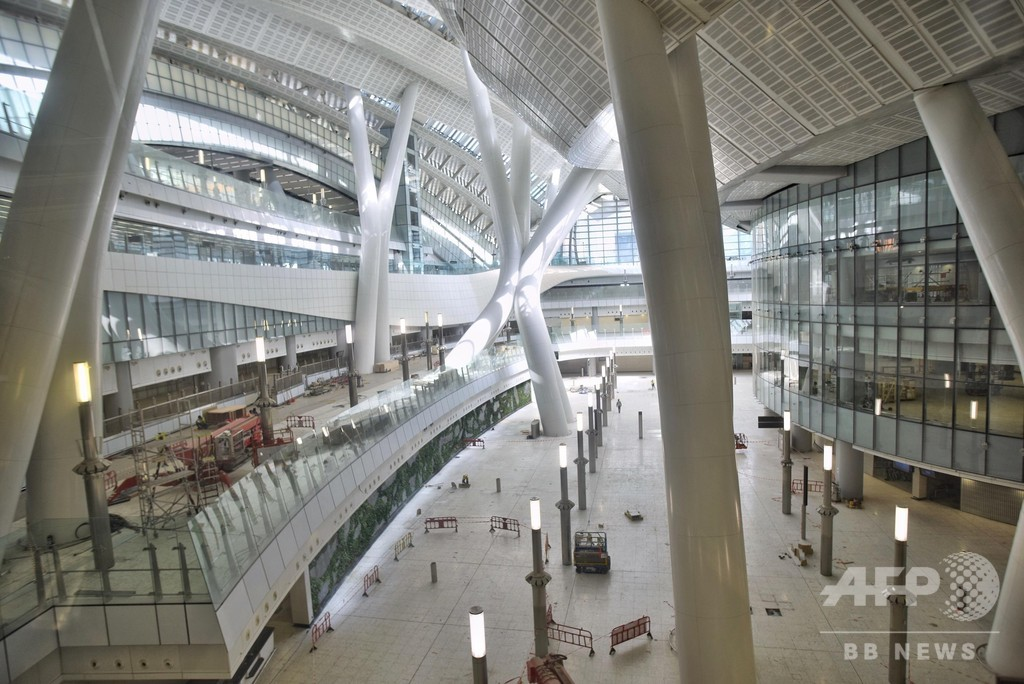 広州、深セン、香港結ぶ高速鉄道、香港西九龍駅お披露目 9月開業予定