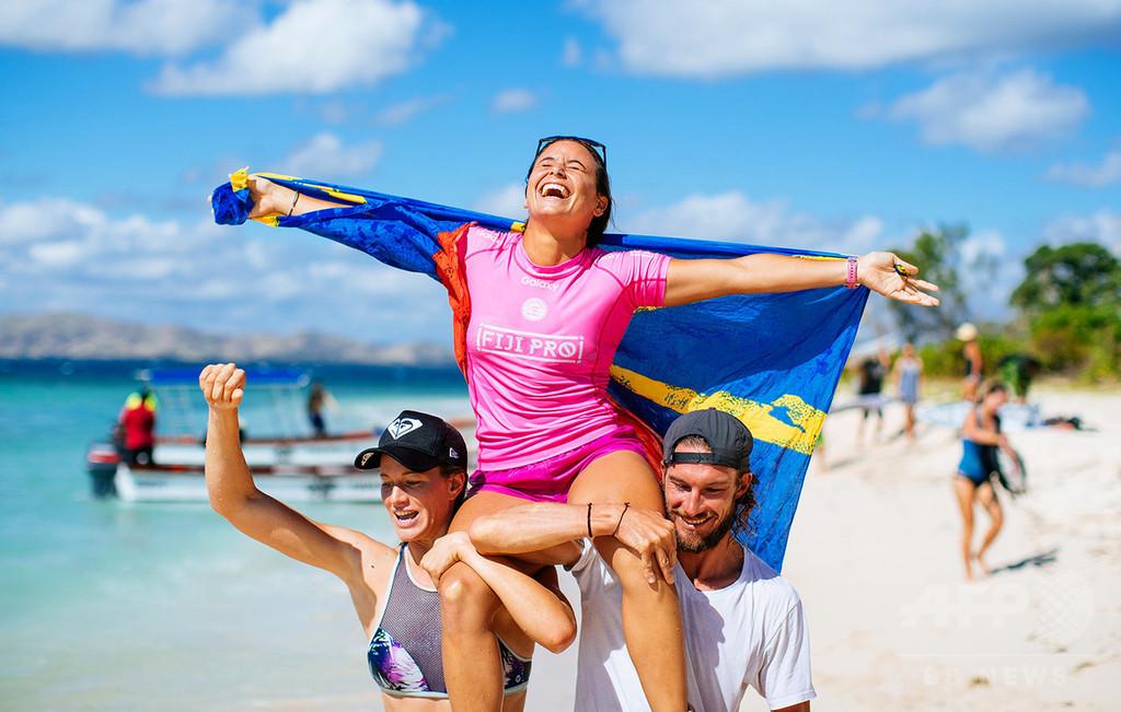 隻腕の女性サーファー、プロツアーで3位入賞の快挙!