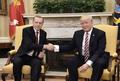 米・トルコ大統領が会談、クルド問題で対立も友好演出