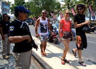 自転車盗んだ豪観光客、罰として「恥さらしの行進」 インドネシア