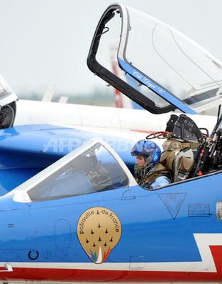 国際ニュース:AFPBB Newsパトルイユ・ド・フランス登場、パリ国際航空ショー