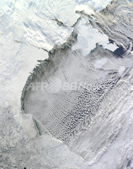 積雲が並ぶハドソン湾の「クラウドストリート」、NASA