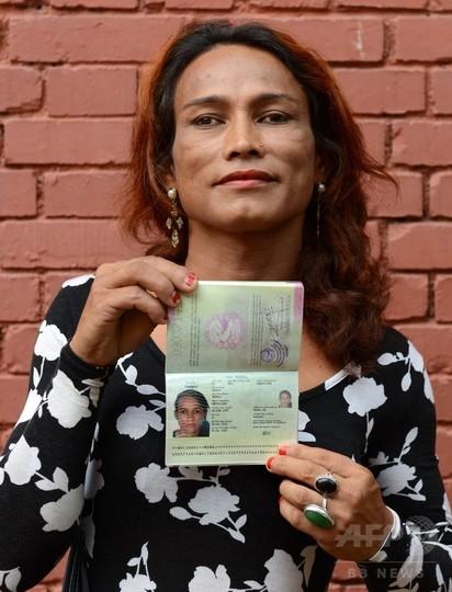 ネパール、トランスジェンダー用パスポートを初発給