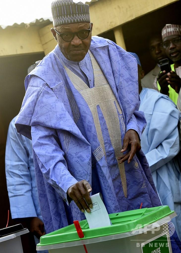 突然延期されたナイジェリア大統領選、1週間遅れで投票始まる