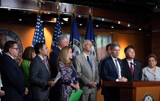米下院、トランプ氏「人種差別発言」で非難決議案可決