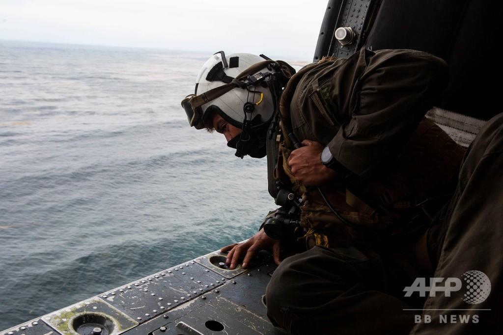 訓練中に沈没の米軍水陸両用車、不明者8人の捜索打ち切り