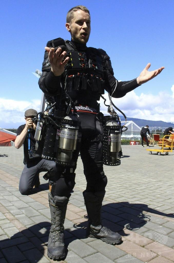 空飛ぶ「アイアンマン」スーツ、英発明家が公開