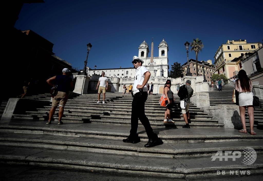 『ローマの休日』の階段、腰掛け禁止に 市の観光客対策で イタリア