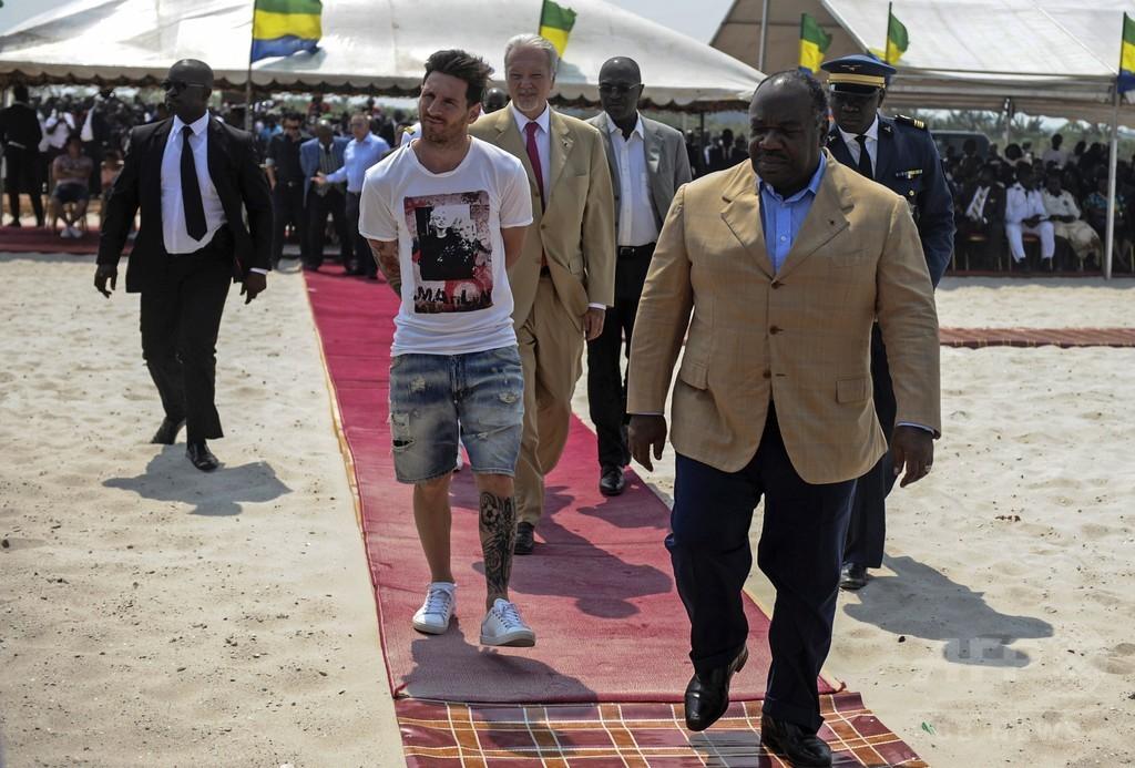 メッシがガボン初訪問、スタジアムの起工式に参加