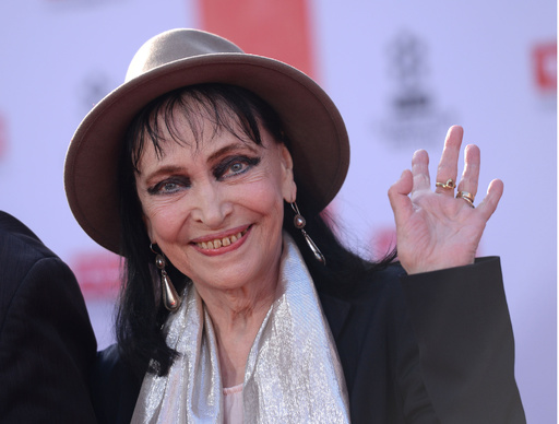 フランスの女優アンナ・カリーナさん死去、79歳