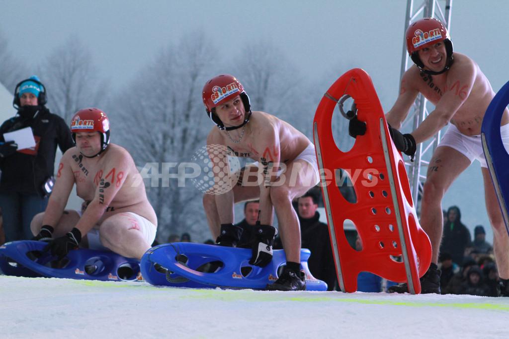 ドイツの「ほぼ全裸」そりレース、今年も盛況