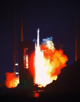 中国、初の「月周回機」打ち上げ 1週間後に地球帰還を計画