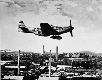 第2次大戦時の戦闘機「マスタング」が墜落、2人死亡 米テキサス