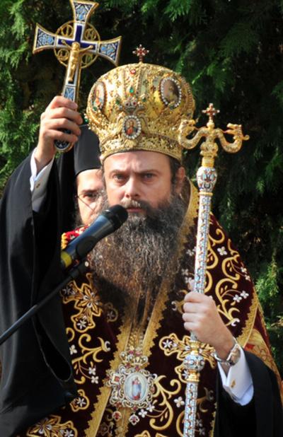 教会電気料金の支払いで聖職者が高級腕時計を競売に、ブルガリア