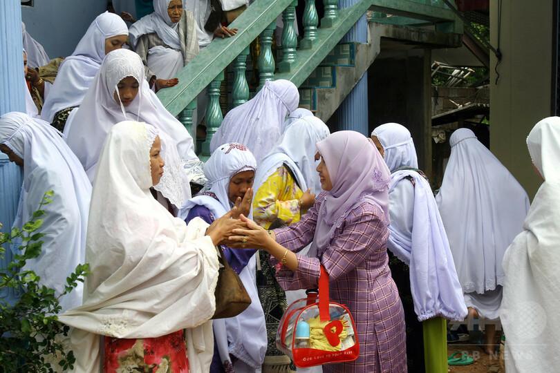 ムスリムの男子は女性教員との握手免除」 新校則に波紋 スイス 写真1枚 ...