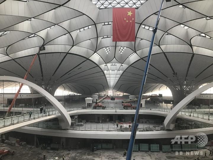6月末の開港に向けて建設進む 北京大興国際空港ターミナルを報道機関に公開