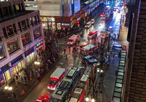 米シアトル中心街で発砲、1人死亡7人負傷 容疑者は逃走
