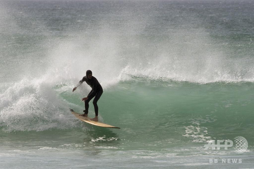木製サーフボードが復権 南アに環境に優しい波
