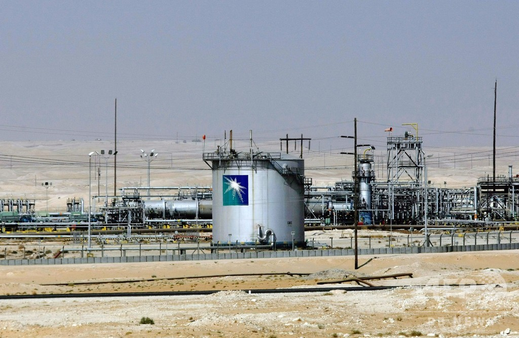 サウジ、国営石油会社の上場承認 12月中旬にも取引開始へ
