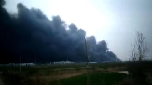 動画:中国・江蘇省の化学工場で爆発 6人死亡、30人重傷 爆発の瞬間