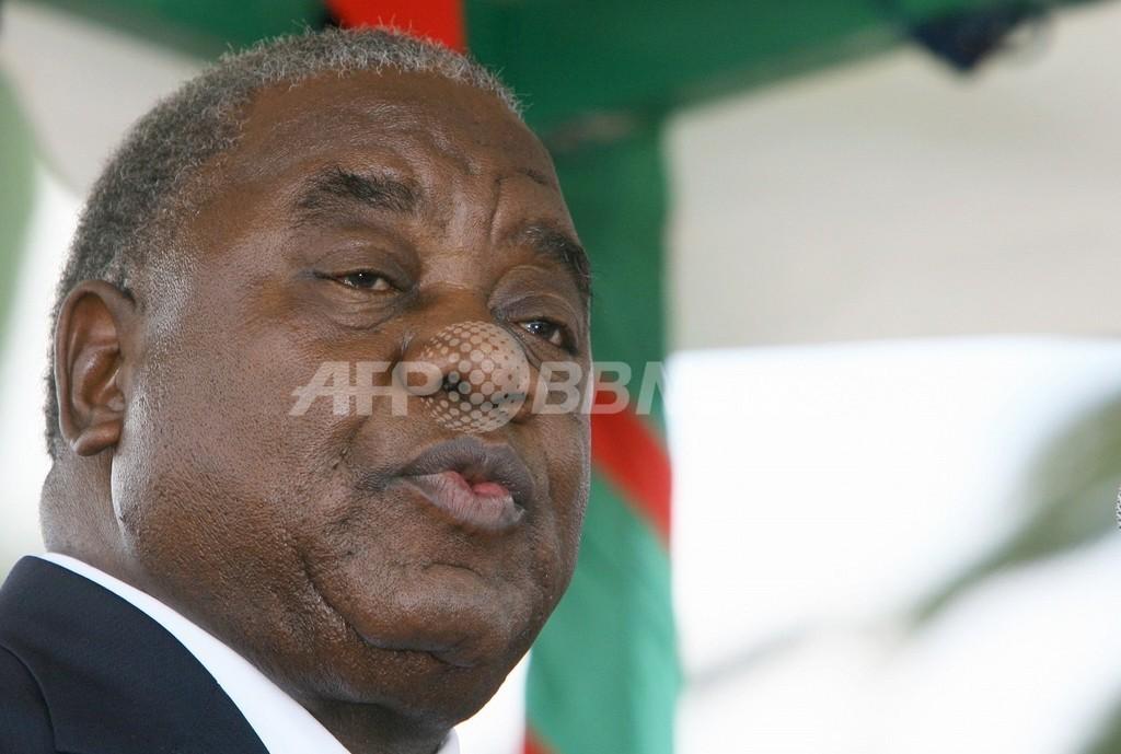 ザンビア大統領、サルにおしっこをかけられる