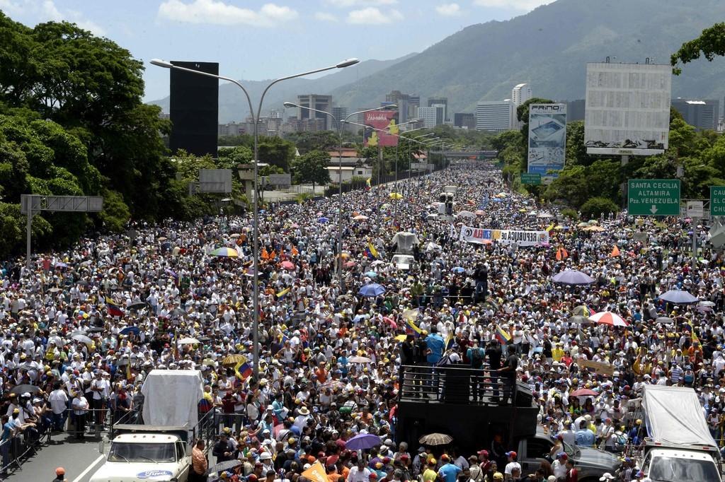 ベネズエラ反政府デモ、米ゴールドマンに飛び火