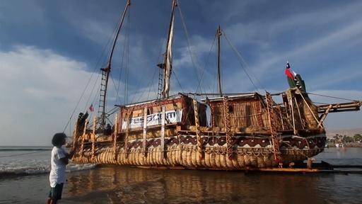 動画:アンデスの先住民の知恵元に建設 植物のガマ素材の船、チリで進水式