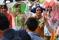 渋谷を虹色に、性的少数者の「平等」を訴え「プライドパレード」開催