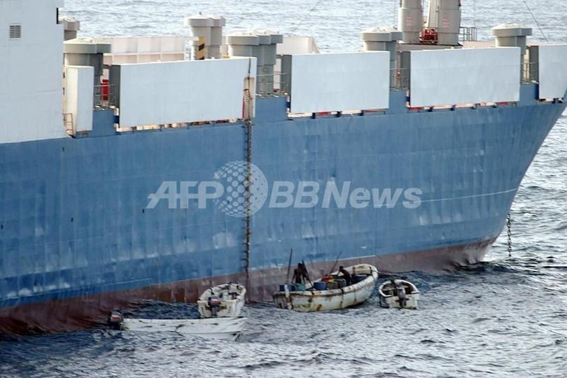 海賊乗っ取りの貨物船、積載兵器はスーダン向けか 関係国は否定