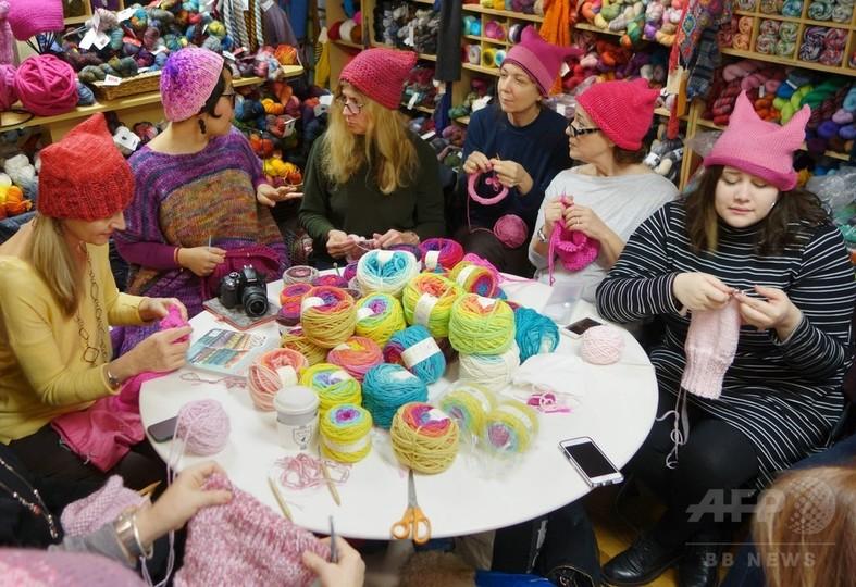 ピンクの「猫耳ニット帽」、トランプ氏抗議デモの象徴に
