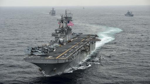 米艦がホルムズ海峡でイラン無人機撃墜 「自衛措置」とトランプ氏