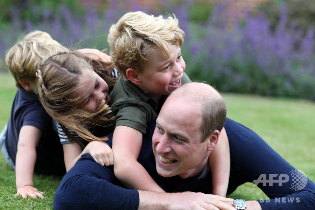 【写真特集】英国のウィリアム王子、38歳に 子どもたちとの写真公開