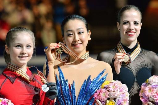 ソチ五輪の雪辱を果たした浅田、世界女王に返り咲き