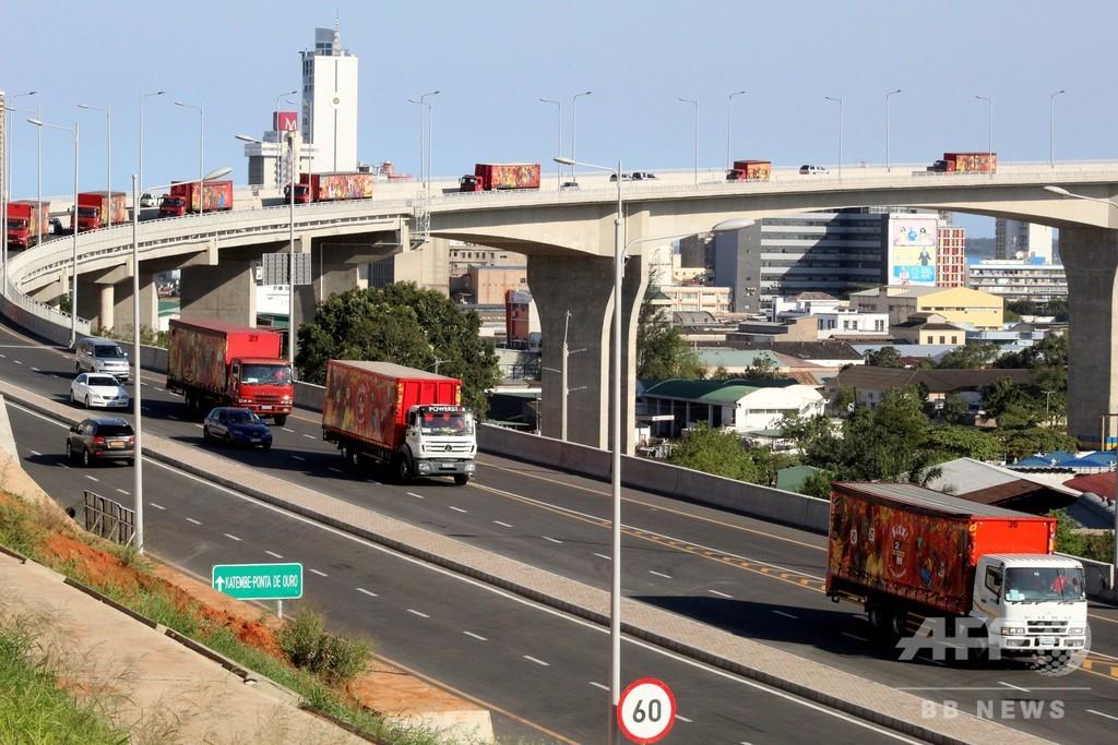 トラックのコンテナ内に64人の遺体、不法移民か モザンビーク