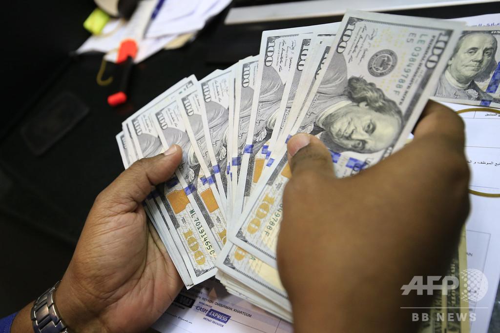 道に現金100万ドルの落とし物、正直に届け出た家族に賞賛 米