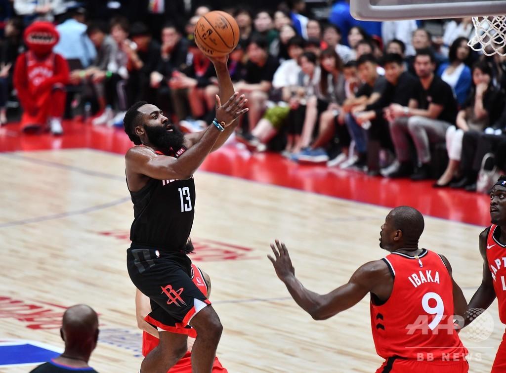 日本でNBAのプレシーズン戦、王者ラプターズがロケッツ下す