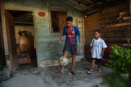 キューバで若者に人気のサッカー、国技の野球を脅かす存在に成長