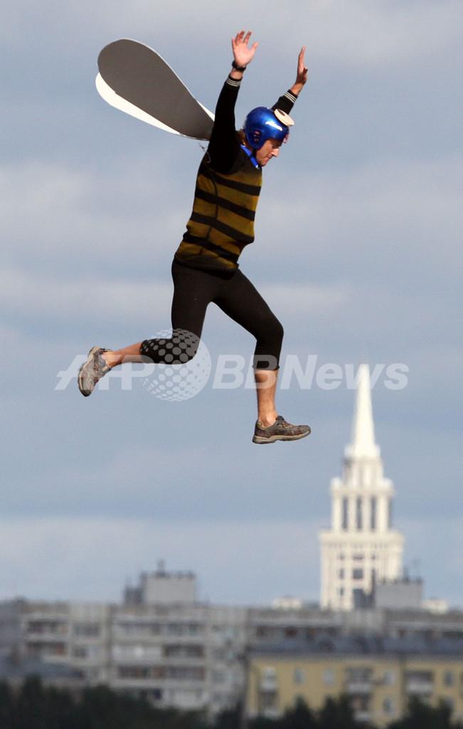 どこまで飛べる?ロシア版「鳥人間コンテスト」